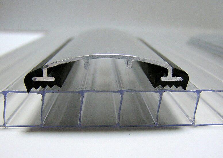 Алюминиевый профиль при монтаже теплиц из поликарбоната: преимущества и виды